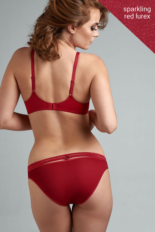Time to get flirty with this sparkling red briefs. The cherry red fabric from these ivory briefs creates a comfortable, and airy feel. The sides measure 5 cm, covering the buttocks almost completely and partially covering the hip and groin area. The special sparkling fabric creates a delicious contrast between your skin and the beautiful red color. Shine and glisten with even the slightest movement in this sparkly metallic finish brief.