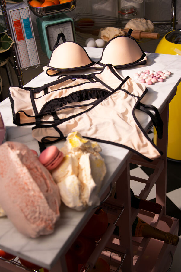 meringue corbeilles soutien-gorge + serre-taille + string